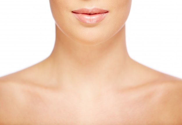 Parem de esquecer de cuidar da pele do colo e do pescoço! Saiba por quê!